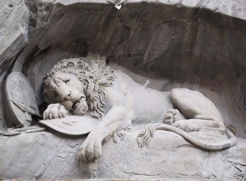 1603686655 36 9 estatuas colosales mas asombrosas del mundo