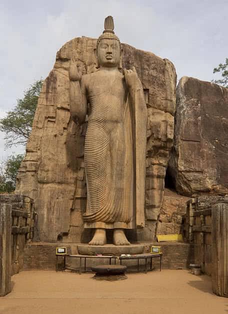 1603686656 78 9 estatuas colosales mas asombrosas del mundo
