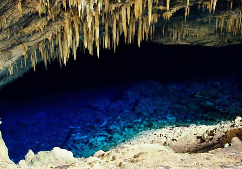 Cueva del lago azul