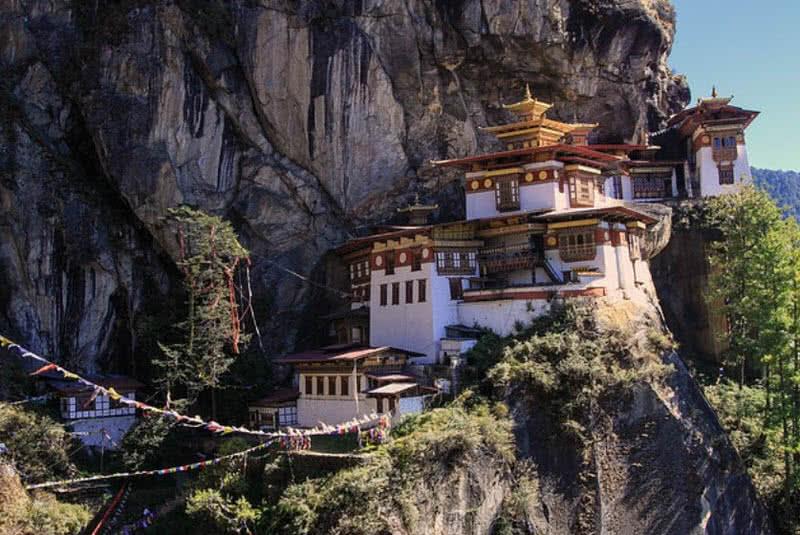 Monasterio del nido de tigres